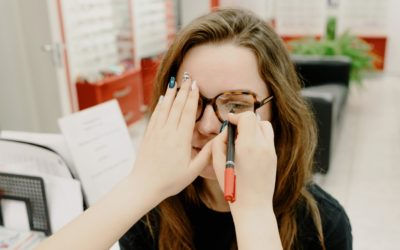 How to Pick The Right Eyeglasses